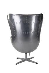 Кресло Egg выполнено в стиле Aviator вдохновлённое самолётами истребит